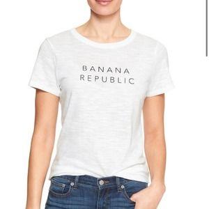 ✨5/$25 Banana Republic Plain White Logo Tee